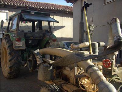 Santibanez kisváros/ traktor + szivattyúberendezés/