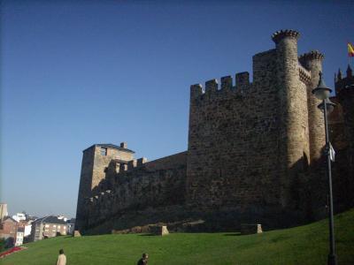 Ponferada/1178-ban II.Ferdinánd Leon építette a város védelmére a várat/