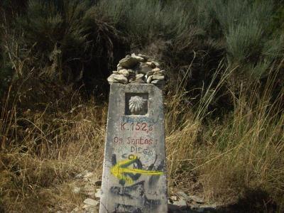 Camino út/ több százéves km-kő ami jelzi még 152km Santiago/