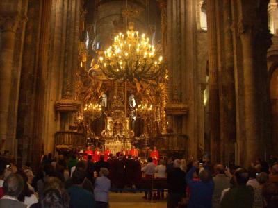 Camino út/ Santiagoi katedrális/ a füstölőt nyolc szerzetes indítja útjára/